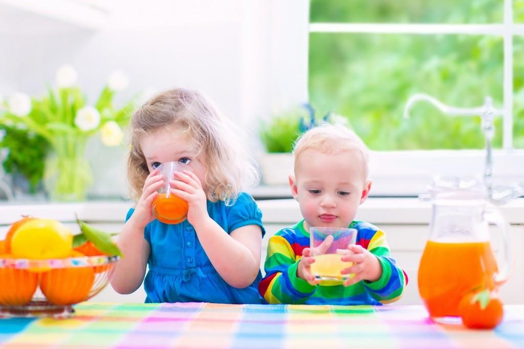 Jak zadbać o zdrowie dzieci – dajmy im sok